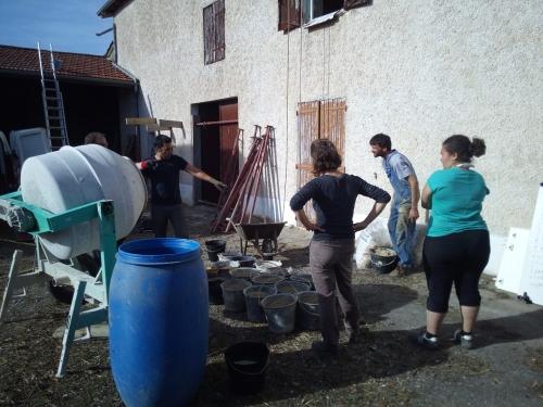 pisé, enduit terre, Formaterre, chantier participatif, chantiers participatifs, béton de terre coulée, éconologie
