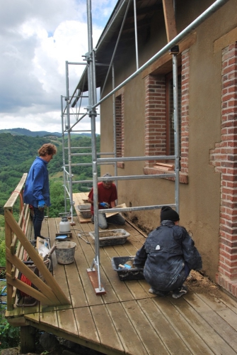 pisé, chantier participatif, façade, terre